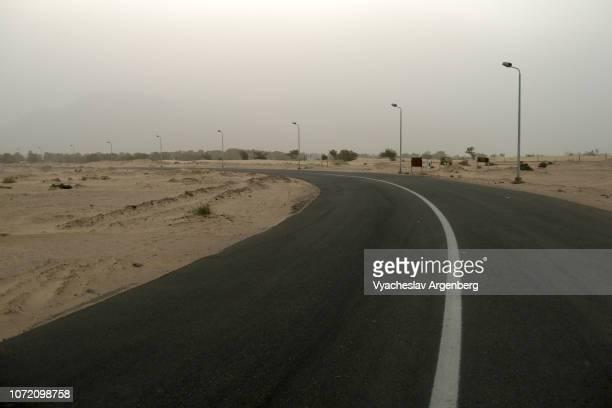 road through desert landscape, sinai, egypt - argenberg imagens e fotografias de stock