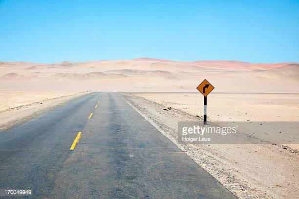 road through desert - general stock-fotos und bilder