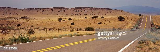 road through golden hillsides - timothy hearsum fotografías e imágenes de stock