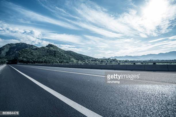 road through mountains, beijing, china - curve stock pictures, royalty-free photos & images