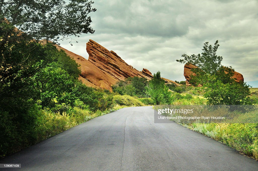 Road through Red Rocks Park : ストックフォト