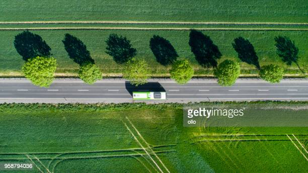 road through the fields - autocarro imagens e fotografias de stock