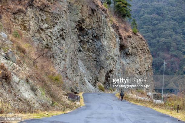 road through the mountains - the storygrapher bildbanksfoton och bilder
