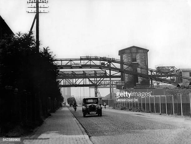 Road through the territory of the plant 'I.G. Farbenindustrie AG' from Frankfurt to Hoechst - 1929- Photographer: Hans G. Casparius- Published by:...