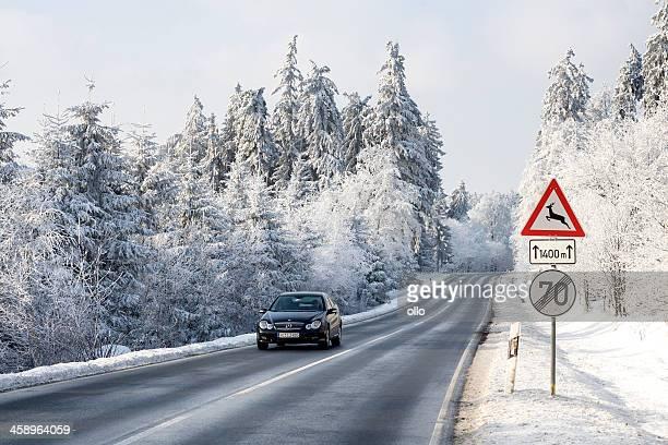 straße durch winter-wunderland - ollo stock-fotos und bilder