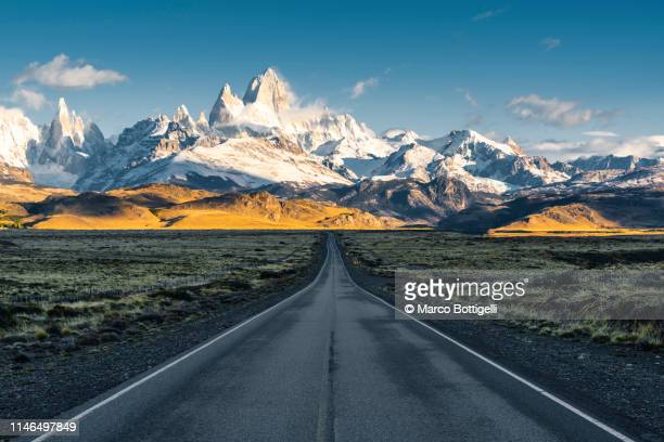road to el chalten and mt fitz roy, patagonia, argentina - mountain stock pictures, royalty-free photos & images