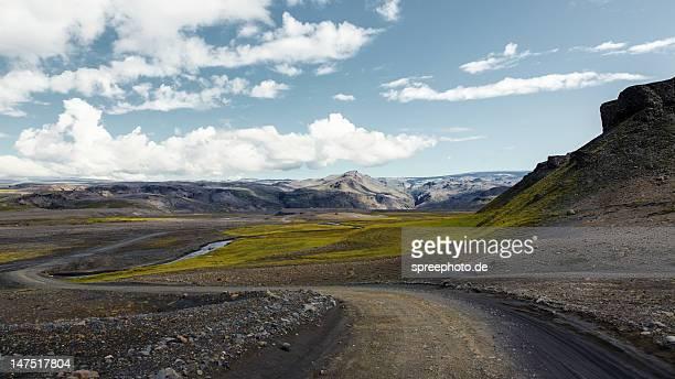road to eyjafjallajökull - アイスランド ストックフォトと画像