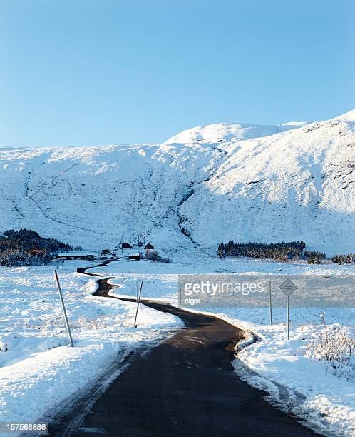 road をグレンコースキーリゾート、スコットランド ranoch モール、 - 待避所標識 ストックフォトと画像