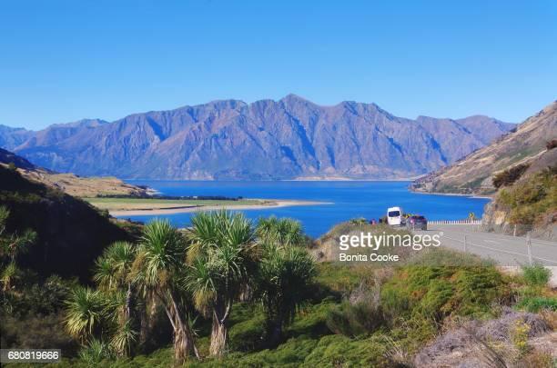 road to lake hawea - wanaka - fotografias e filmes do acervo