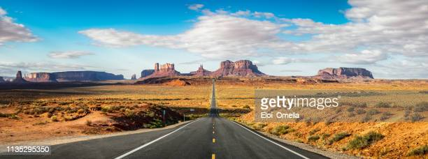 road to monument valley forrest gump point. utah - american culture stock pictures, royalty-free photos & images