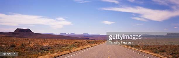 road to monument valley - timothy hearsum imagens e fotografias de stock