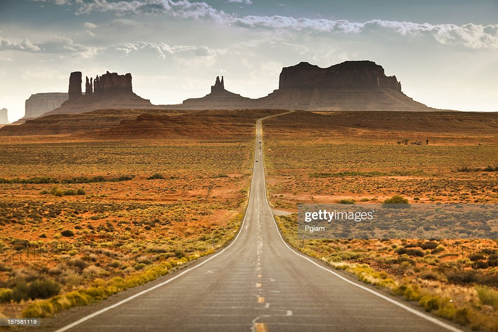 Road to Monument Valley Tribal Park : Stock Photo
