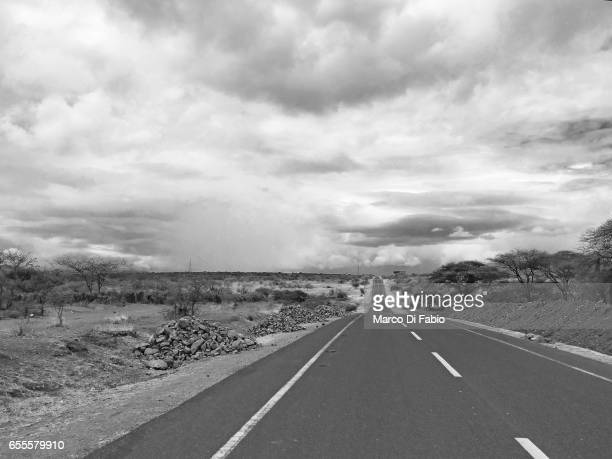 road to nowhere - bianco e nero stock pictures, royalty-free photos & images