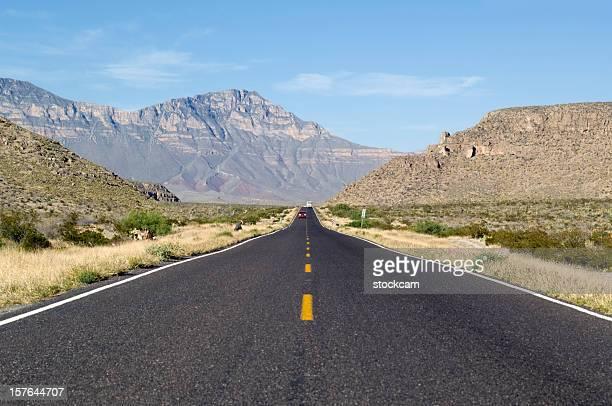 road からと言って、消失点,メキシコ - マイル ストックフォトと画像