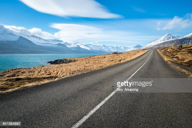 road to the beautiful scenery of east fjord of iceland. - florida usa stock-fotos und bilder