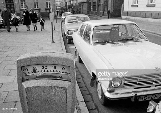 road traffic road pavement cars parking on the roadside parking meters DGoettingen Leine Leine Valley Lutter Lower Saxony