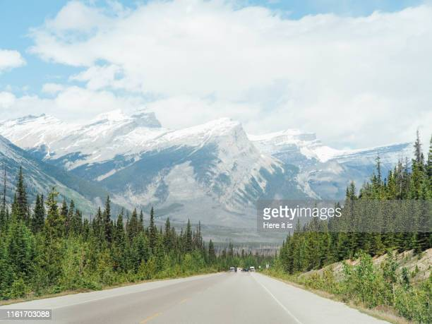 road trip in rocky mountain national park - rocky mountains north america stock pictures, royalty-free photos & images