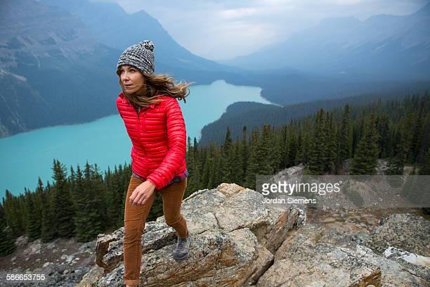 road trip through banff national park. - freizeitaktivität im freien stock-fotos und bilder