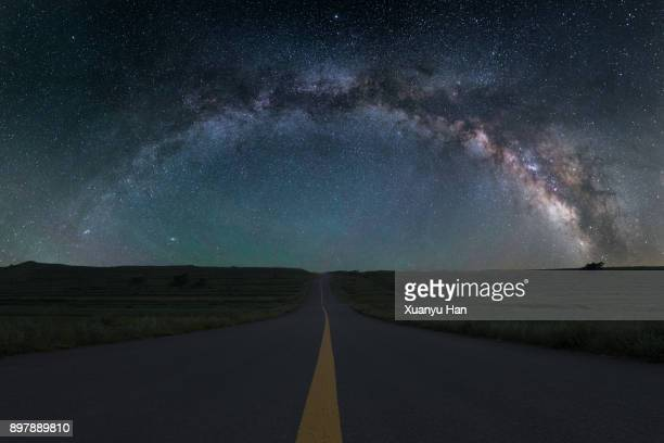 road trip under the milky way - costellazione foto e immagini stock