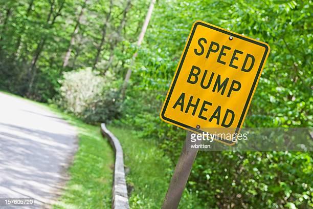 Panneau avertisseur sur route