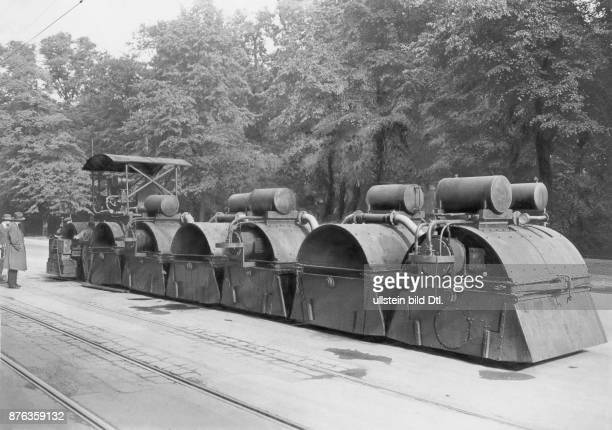 Road works with the help of construction machines at Siegesalle in Berlin Keystone View Company Vintage property of Ullstein Bild