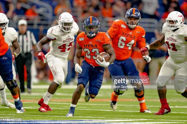 Roadrunners running back Sincere McCormick runs the ball during the game between the Florida Atlantic Owls and the UTSA Roadrunners on November 23...