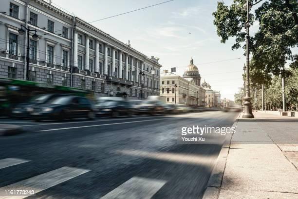 roads and buildings in st. petersburg - san petersburgo rusia fotografías e imágenes de stock