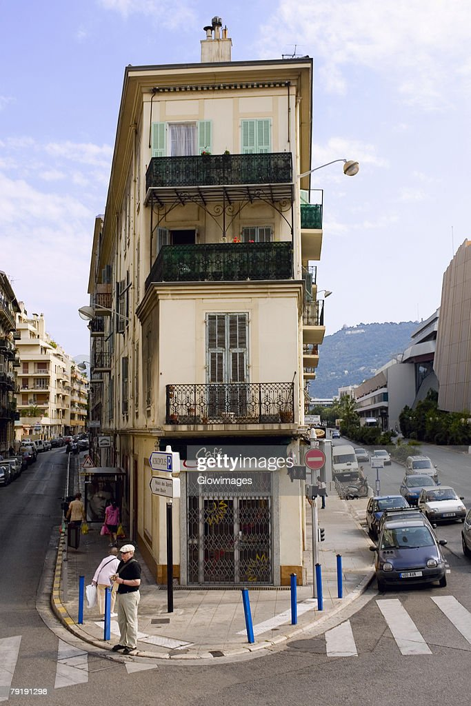 Roads passing along a cafe, Nice, France : Foto de stock