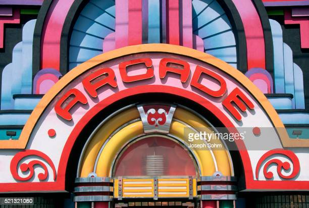 roadside arcade in pigeon forge - pigeon forge stock pictures, royalty-free photos & images