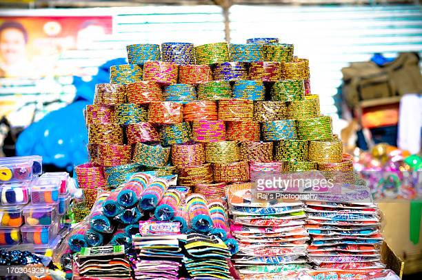 roadside bangle shop - bangle stock pictures, royalty-free photos & images