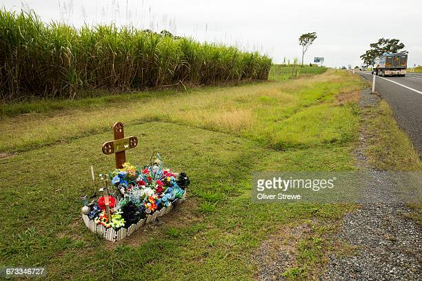 roadside memorial - roadside stock pictures, royalty-free photos & images
