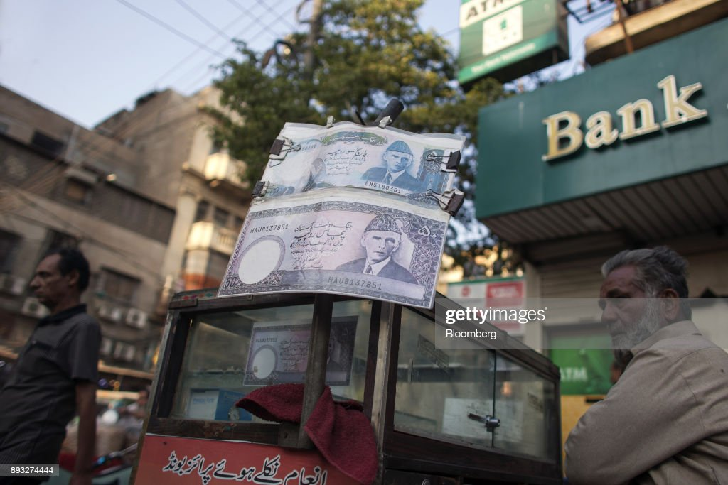 Devaluation Drags Pakistan Rupee to Bottom of Currencies