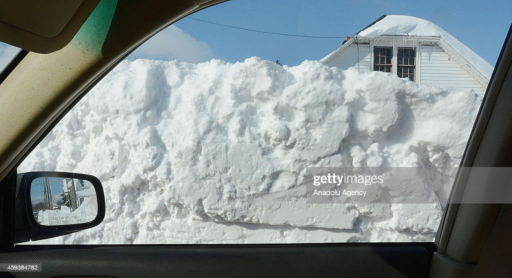 Snow removal efforts in Buffalo : News Photo