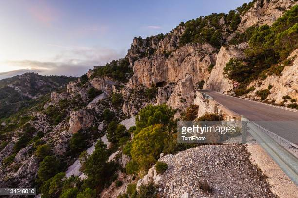 roadside view of rocky mountains during sunset. granada, spain - front range mountain range stock pictures, royalty-free photos & images