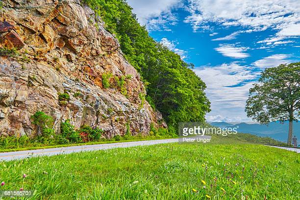 roadway on the blue ridge parkway,north carolina - blue ridge parkway stock pictures, royalty-free photos & images