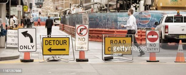 道路工事標識 - バリケード ストックフォトと画像