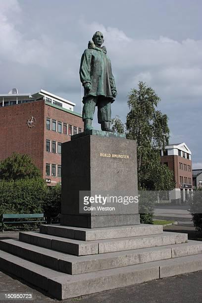 roald amundsen statue, tromso, troms, norway. - roald amundsen bildbanksfoton och bilder