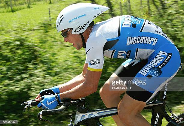 Lance Armstrong rides during the third stage of the Dauphine-Libere cycling race, a team time-trial around Roanne, 08 June 2005. Colombian Santiago...