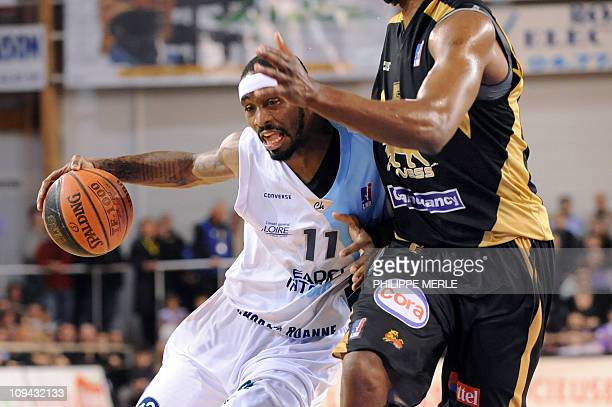 Roanne US guard Ricky Davis vies with Nancy Nigerian center Akin Akingbala during the French ProA basketball match Roanne vs Nancy on February 25...