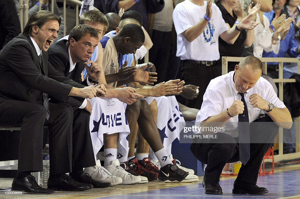 Roanne's French coach Jean-Denys Choulet (R) reacts during the French ProA basketball play-off match Roanne versus Orleans on May 19, 2010 in Roanne, eastern France.