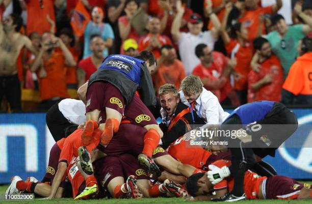 Roar players celebrate victory after the A-League Grand Final match between the Brisbane Roar and the Central Coast Mariners at Suncorp Stadium on...