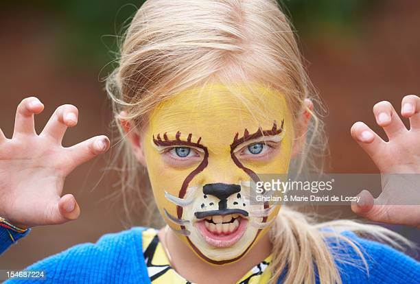 roaring child with lion party make up - kids makeup stock pictures, royalty-free photos & images