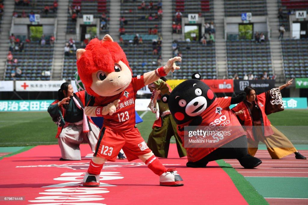 Roasso Kumamoto v Thespa Kusatsu Gunma - J.League J2 : ニュース写真