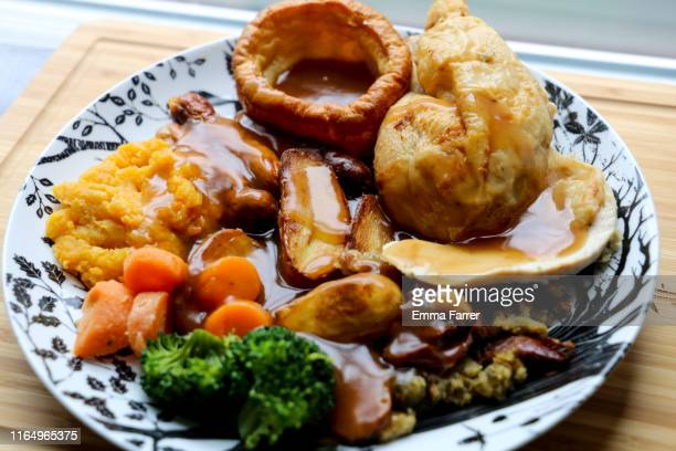 roast dinner - roast dinner stock pictures, royalty-free photos & images
