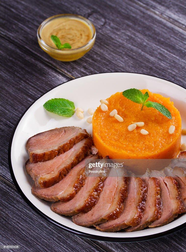 Roast duck breast and pumpkin mash : Foto de stock