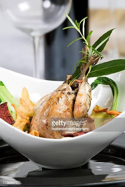Faisan rôti avec des légumes