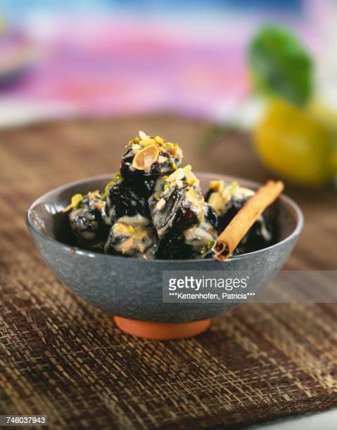 roast prunes with creamy cinnamon sauce - dörrpflaume stock-fotos und bilder