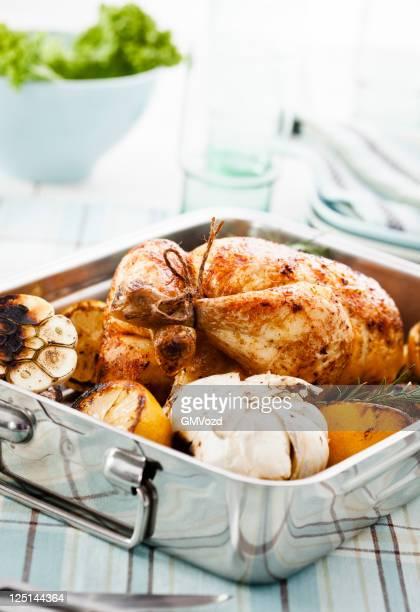 roasted chicken - course meal stockfoto's en -beelden