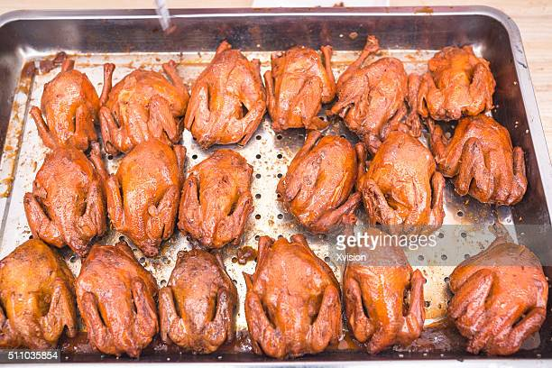 roasted chicken sold in the market - fuzhou stock pictures, royalty-free photos & images