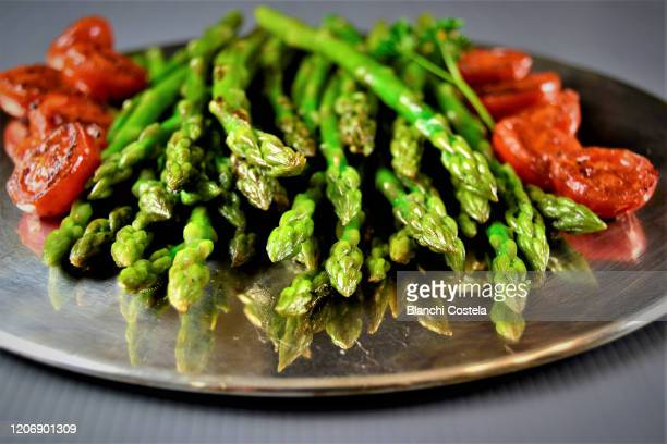 roasted green asparagus with cherry tomatoes - asparagus stock pictures, royalty-free photos & images